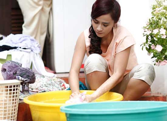 cách giặt tẩy chăn ga gối vấy mực