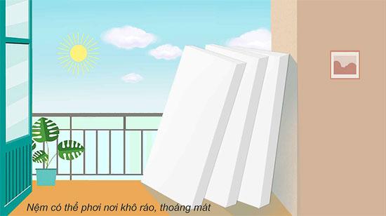 Nệm Sông Hồng sau khi giặt nên phơi đệm nơi khô ráo, tránh phơi trực tiếp dưới ánh nắng mặt trời